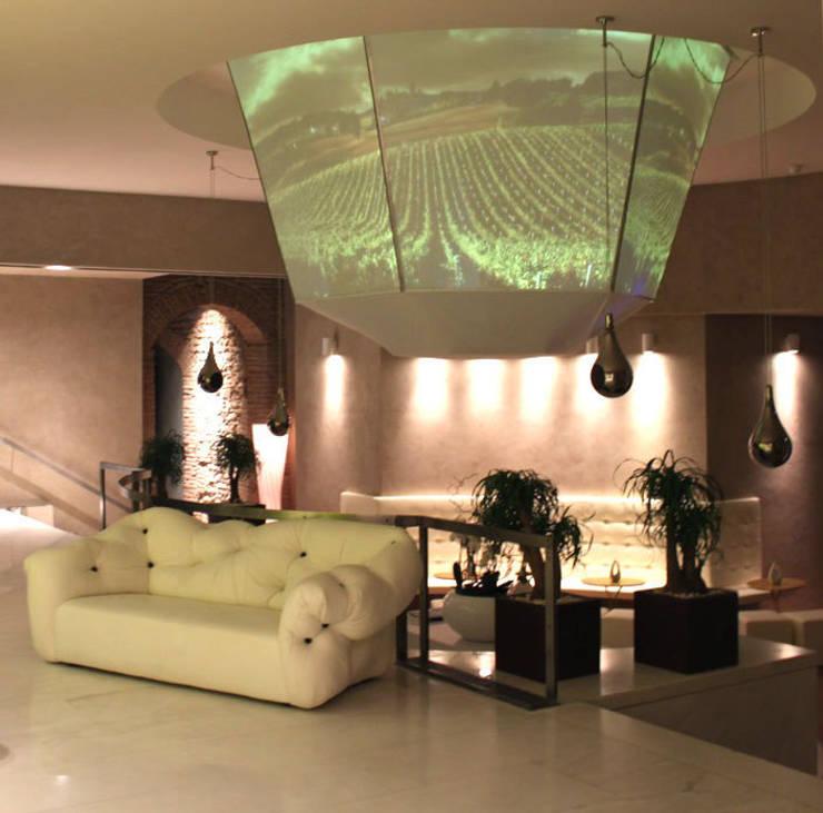 "Luxury Hotel Palazzo Victoria – Verona:  in stile {:asian=>""asiatico"", :classic=>""classico"", :colonial=>""coloniale"", :country=>""In stile Country"", :eclectic=>""eclettico"", :industrial=>""industriale"", :mediterranean=>""mediterraneo"", :minimalist=>""minimalista"", :modern=>""moderno"", :rustic=>""rustico"", :scandinavian=>""scandinavo"", :tropical=>""tropicale""} di Garvan Arredamento Acustico,"