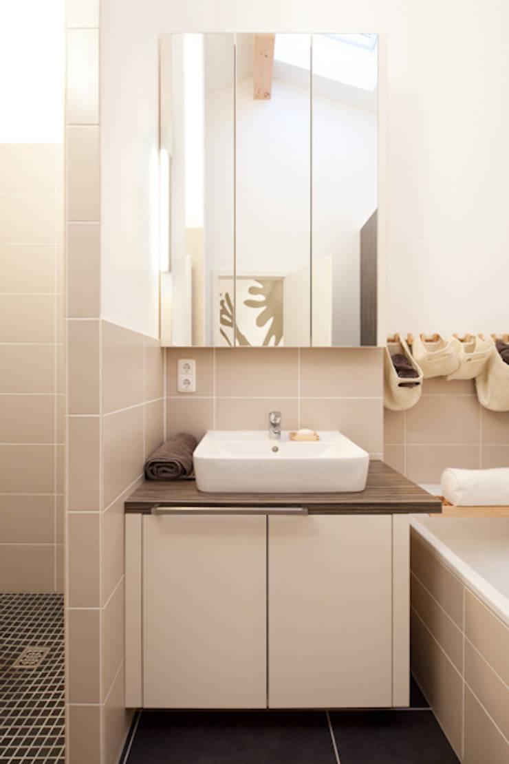 Badezimmerschrank nach Maß: moderne Badezimmer von deinSchrank.de GmbH
