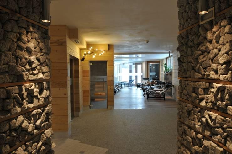 CENTRO BENESSERE: Spa in stile  di CORAZZOLLA SRL - Arredamenti su Misura
