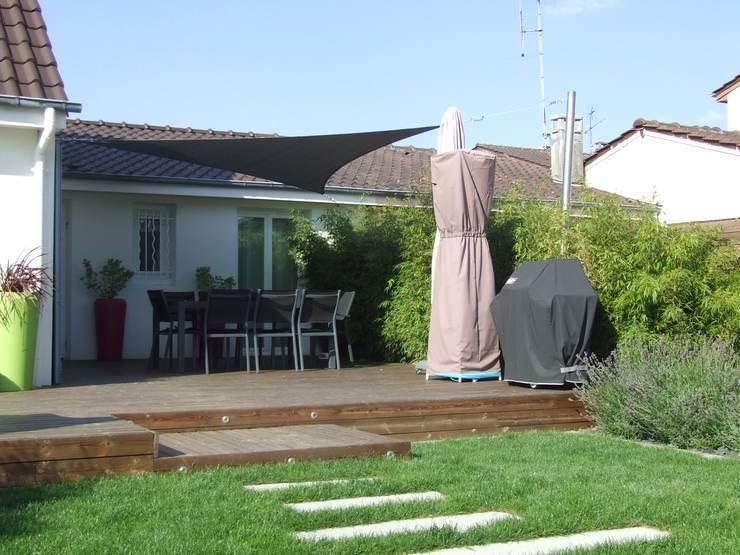 Détente au jardin: Terrasse de style  par Ledoux Jardin