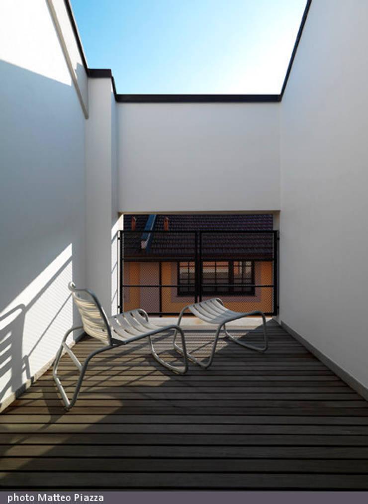 Twin Loft:  in stile  di FEDERICO DEL ROSSO