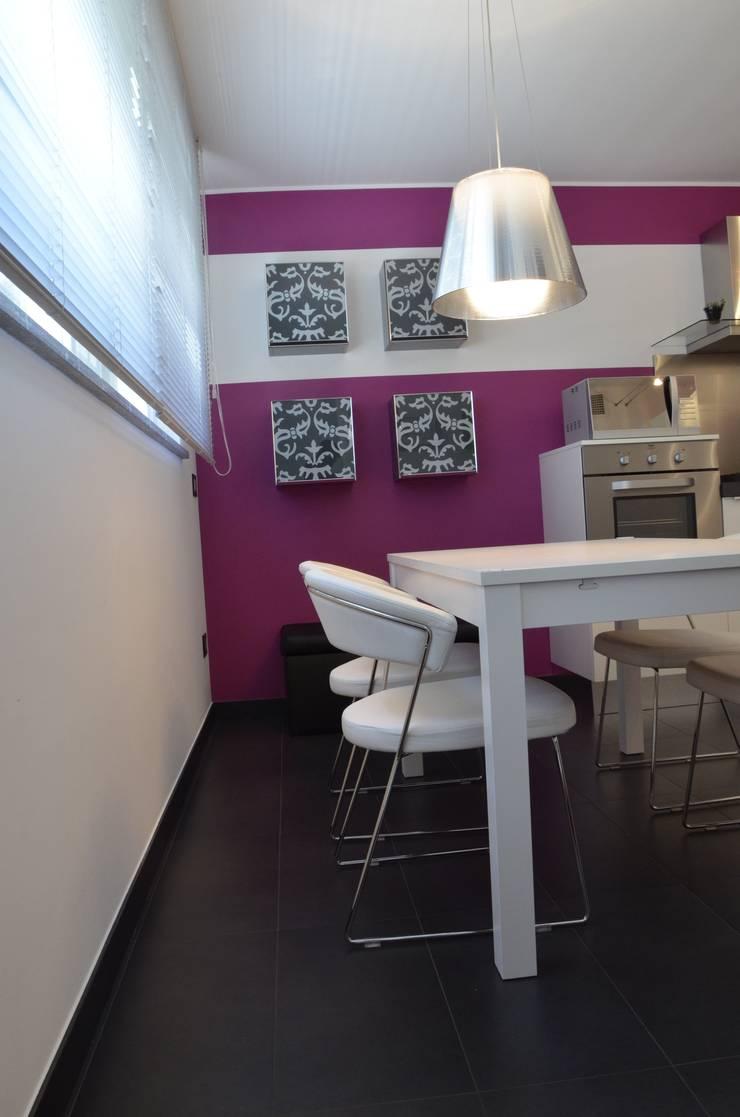 villetta unifamiliare in periferia di milano: Cucina in stile  di BIANCOACOLORI