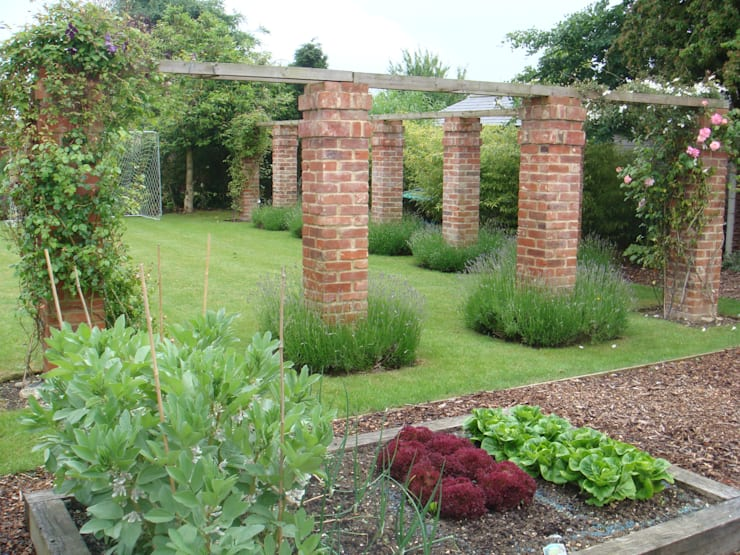 School Cottage:  Garden by Aralia