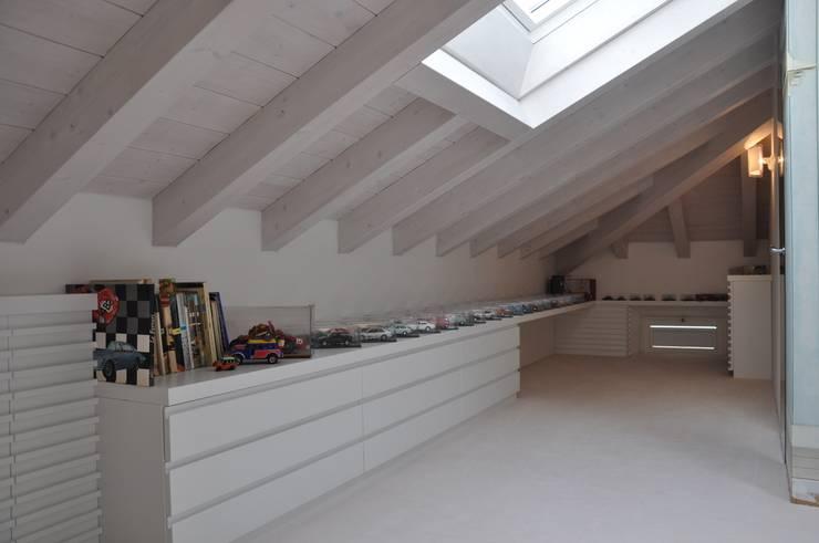 moderne Slaapkamer door F_Studio+ dell'Arch. Davide Friso