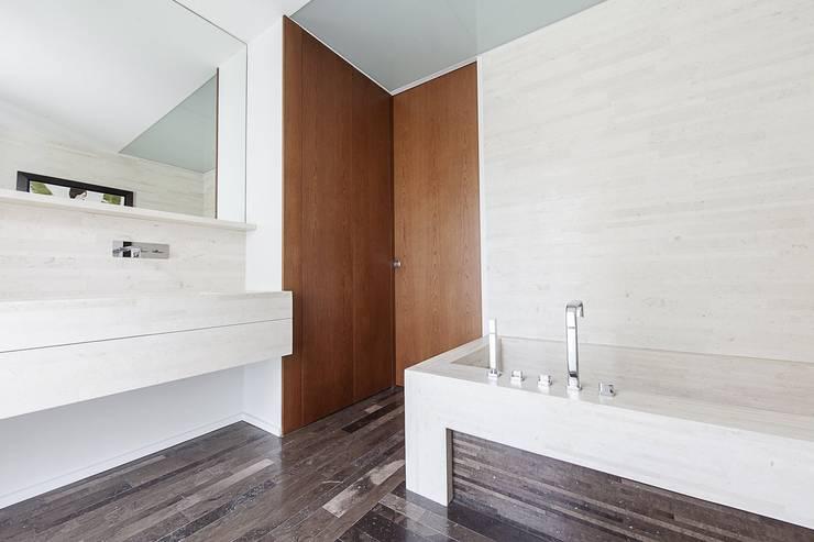 Homify casa v a piastrelle bagno dorate vadeburg