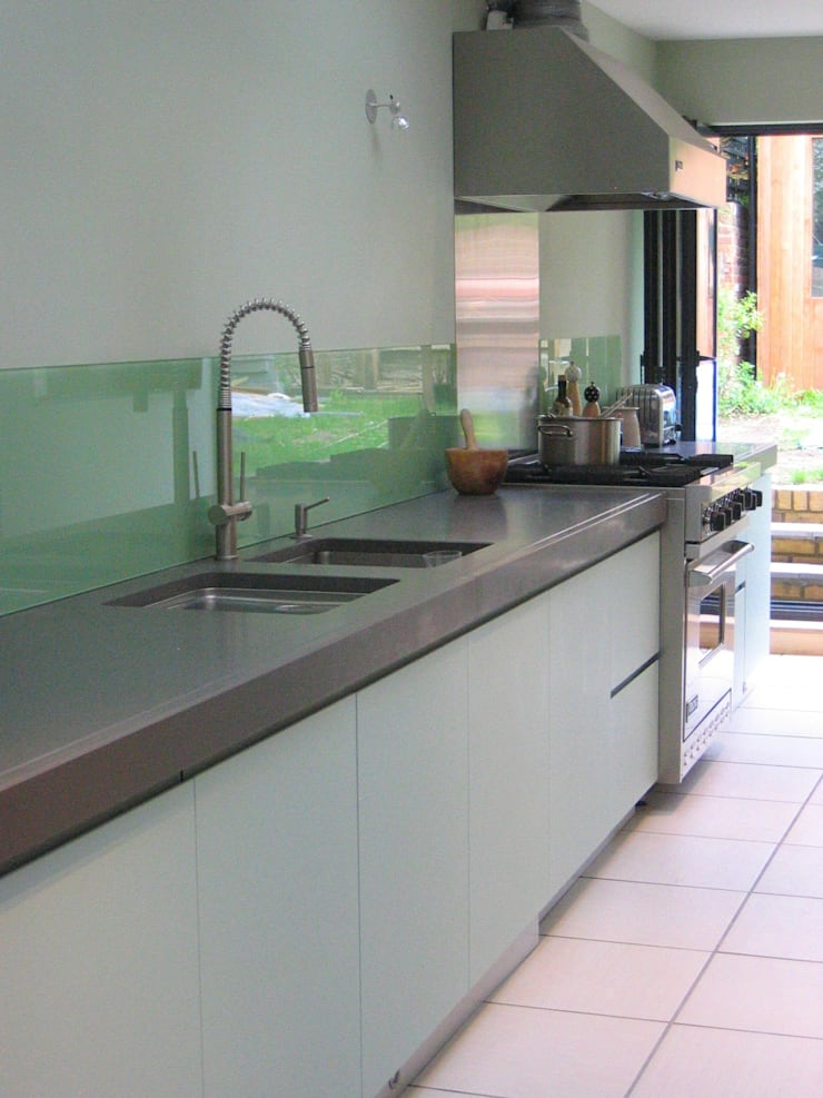 single storey extension SW London:  Kitchen by in and out design