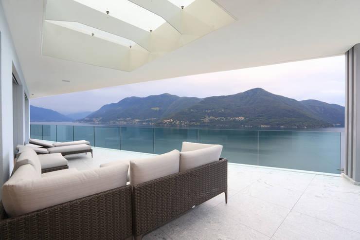 Terrazza esterna: Soggiorno in stile  di Aldo Rampazzi Studio di Architettura