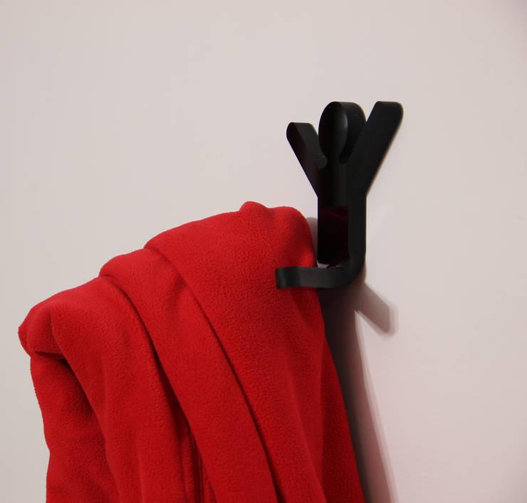 Upman – Hall stand | Raro Design Collection. : Casa in stile  di Roberto Nicolò
