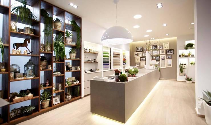 Espaces commerciaux de style  par Flussocreativo design studio