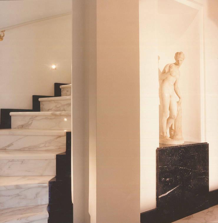 PALAZZO STORICO: Casa in stile  di STUDIO AMATORI ARCHITETTURA & DESIGN