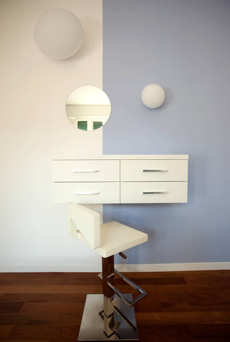 Camera da letto: Case in stile  di BRENSO Architecture & Design