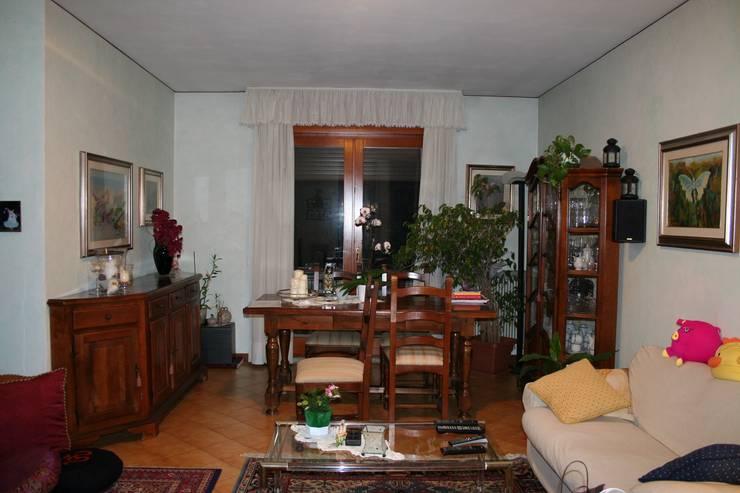 La zona soggiorno, prima:  in stile  di STUDIO PAOLA FAVRETTO SAGL - INTERIOR DESIGNER