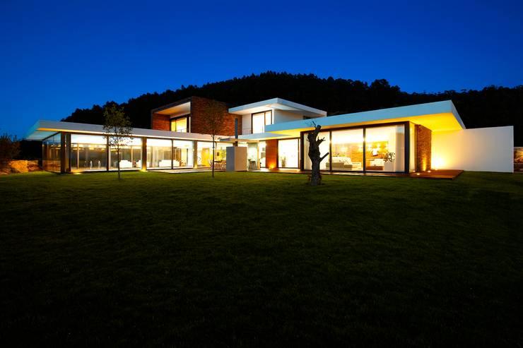 minimalistische Häuser von Risco Singular - Arquitectura Lda
