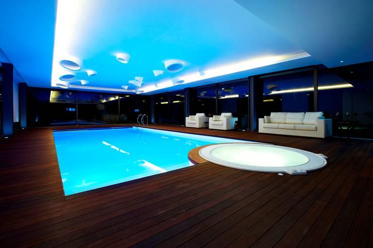 Piscina Interior - Augusta House: Piscinas minimalistas por Risco Singular - Arquitectura Lda