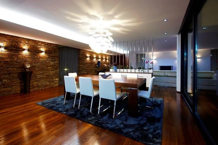 Sala Jantar Augusta House: Salas de jantar  por Risco Singular - Arquitectura Lda