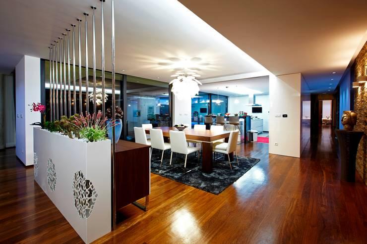 Comedores de estilo minimalista por Risco Singular - Arquitectura Lda