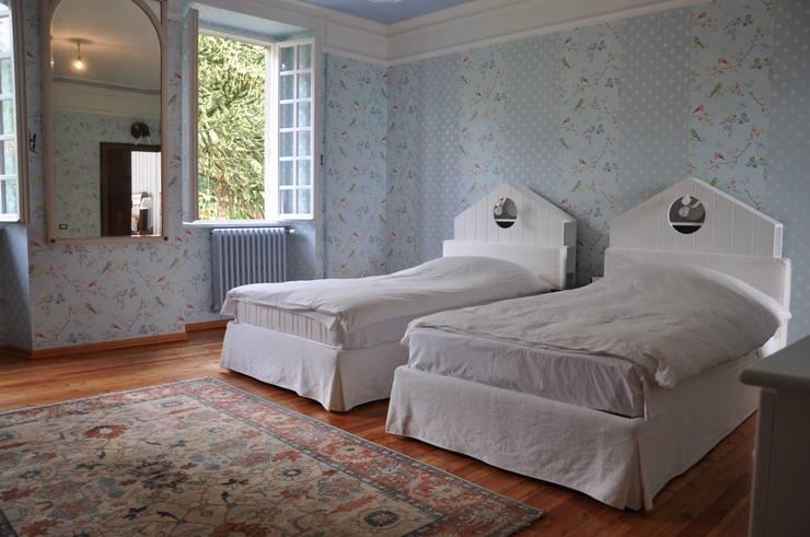 Ristrutturazione villa inizio '900: Camera da letto in stile in stile Classico di F_Studio+ dell'Arch. Davide Friso