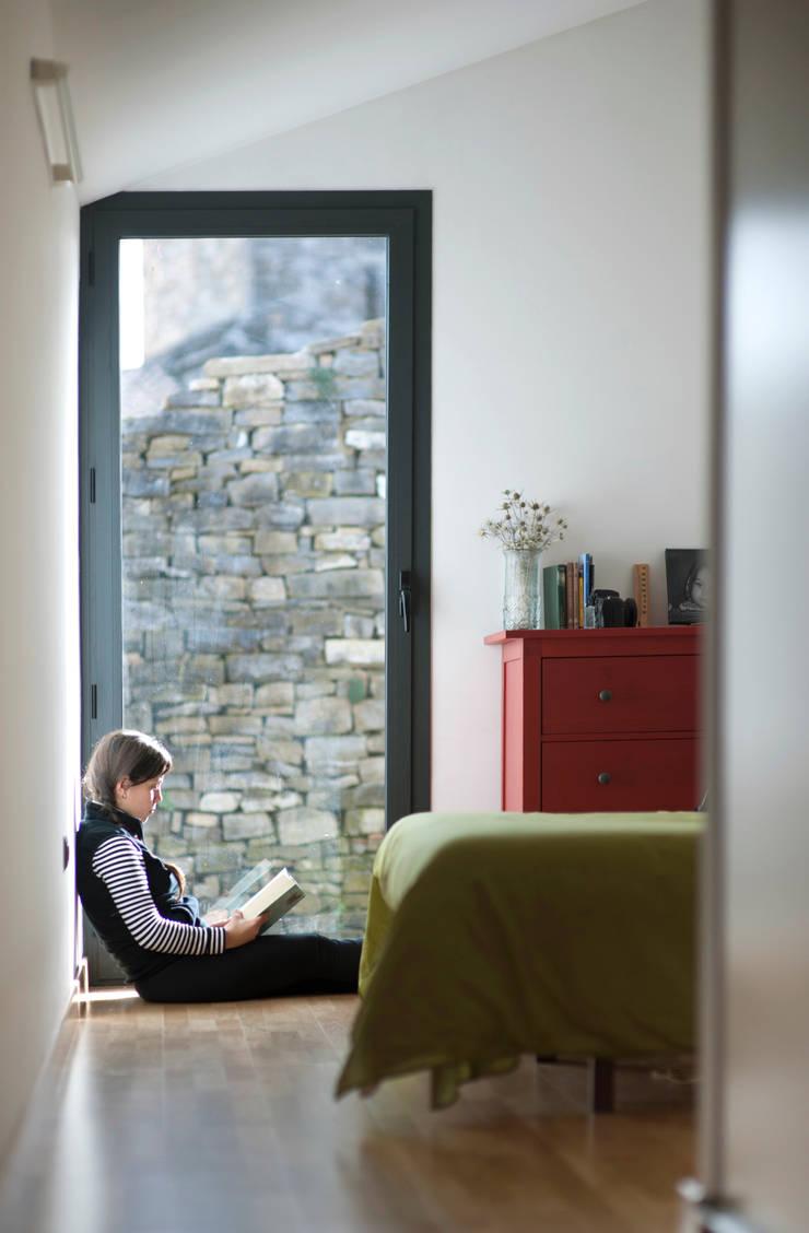 Casa JIR, Majones (Huesca): Ventanas de estilo  de DMP arquitectura