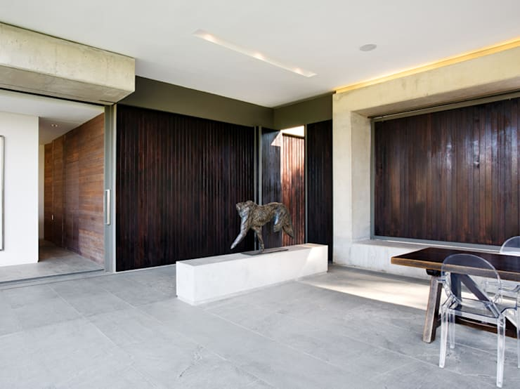 House 01, Hyde Park :  Dining room by Daffonchio & Associates Architects