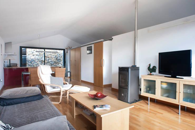 Casa JIR, Majones (Huesca): Salones de estilo  de DMP arquitectura