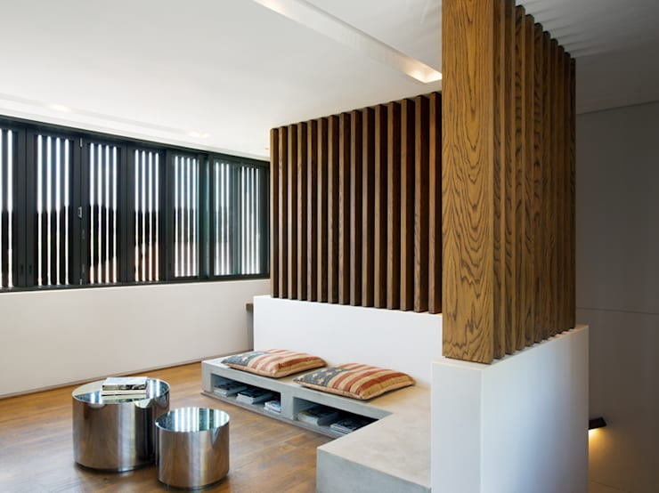 House 01, Hyde Park :  Living room by Daffonchio & Associates Architects