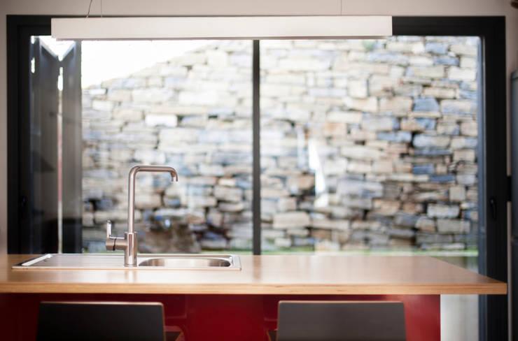 Cozinhas modernas por DMP arquitectura