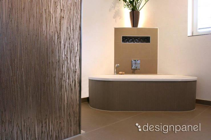 INVISION – Transparente Paneele mit eingelegten Materialien:   von Designpanel - Elements for innovative architecture,Tropisch