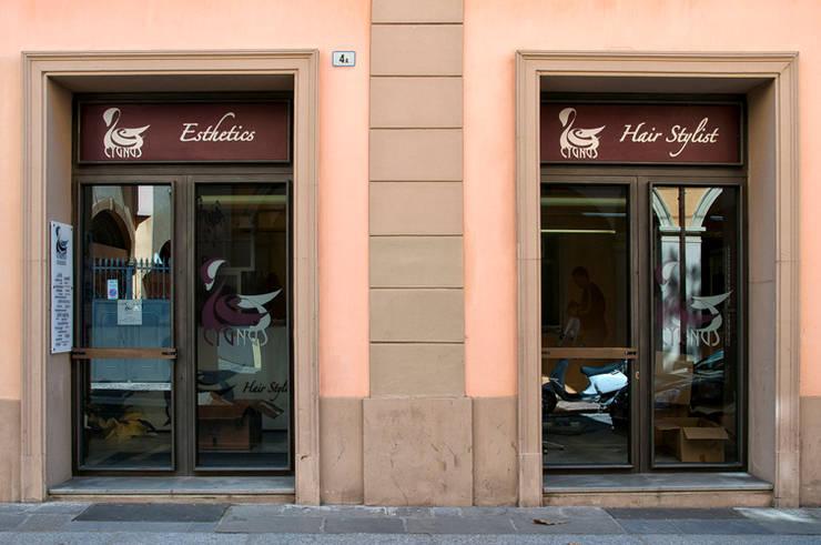 Esterni: le vetrine:  in stile  di BRENSO Architecture & Design, Minimalista