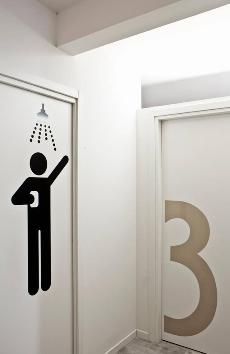 Cabina massaggio e box doccia:  in stile  di BRENSO Architecture & Design, Minimalista