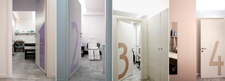 Cabine massaggio :  in stile  di BRENSO Architecture & Design, Minimalista