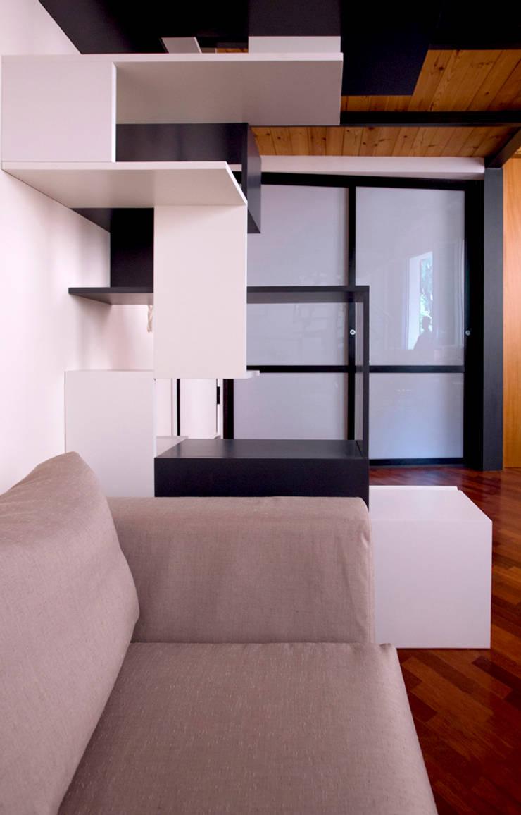 Vestíbulos, pasillos y escaleras de estilo  de BRENSO Architecture & Design,