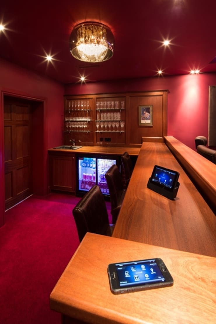 Elzabethan Mansion:  Media room by Inspire Audio Visual