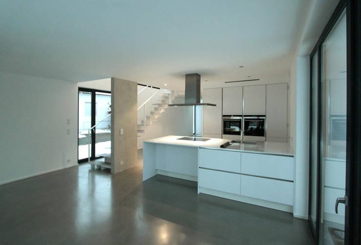 Küche: moderne Häuser von pier7 architekten gmbh