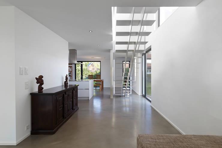 Effizienzhaus als Einfamilienhaus: moderne Häuser von pier7 architekten gmbh