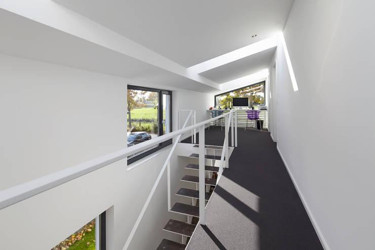 Obergeschoss: moderne Häuser von pier7 architekten gmbh