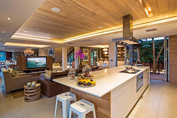 Cozinhas modernas por Metropole Architects - South Africa