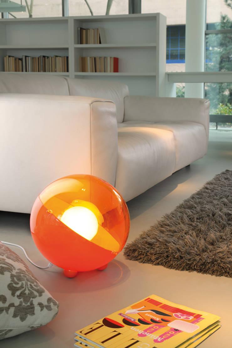 ORION Bodenleuchte orange:  Wohnzimmer von koziol »ideas for friends GmbH,