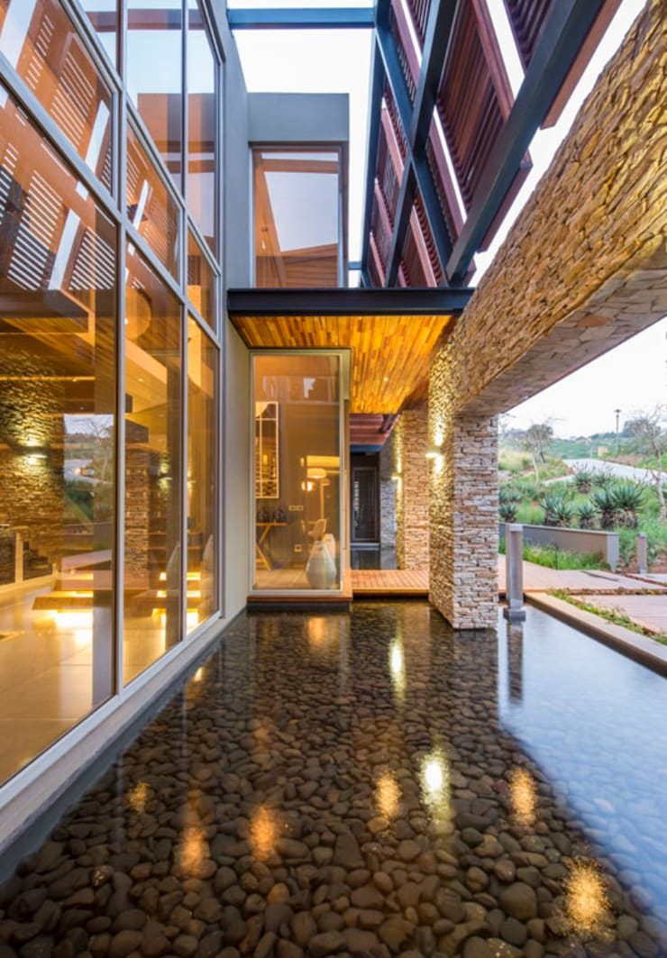Albizia House:  Houses by Metropole Architects - South Africa