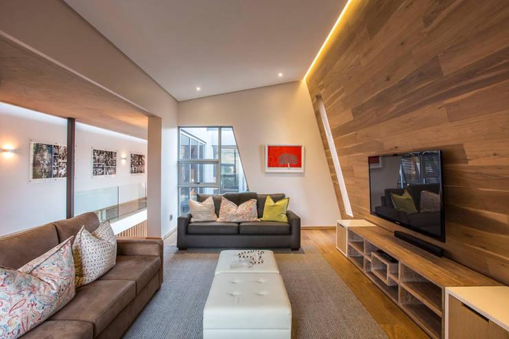 Salas multimídia modernas por Metropole Architects - South Africa