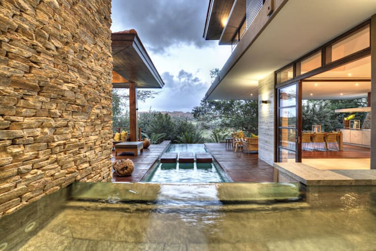 Casas de estilo  por Metropole Architects - South Africa