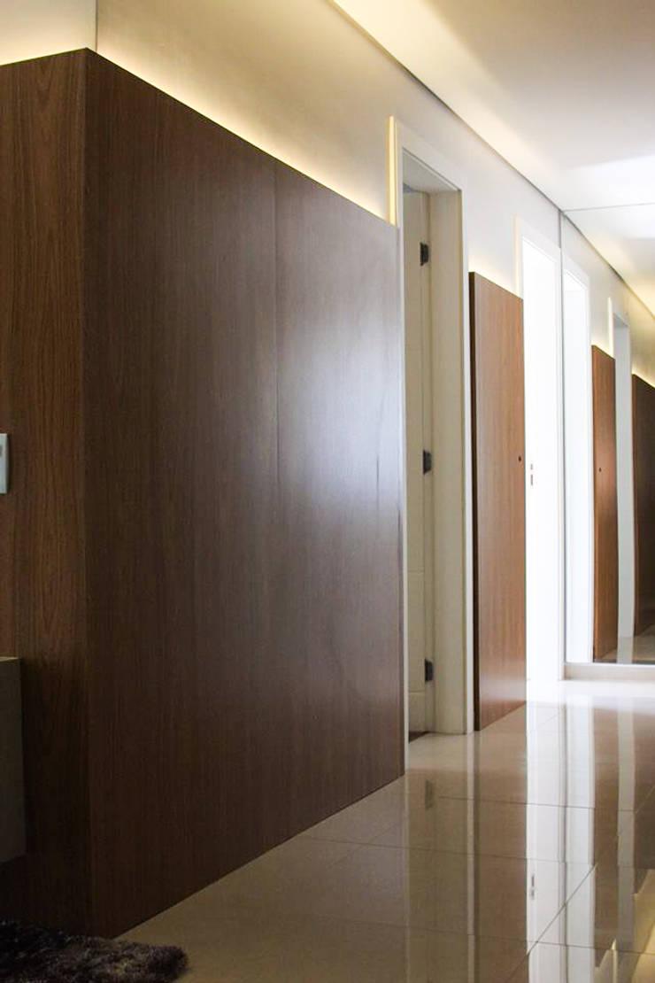 Circulação: Corredores e halls de entrada  por Studio Gorski Arquitetura