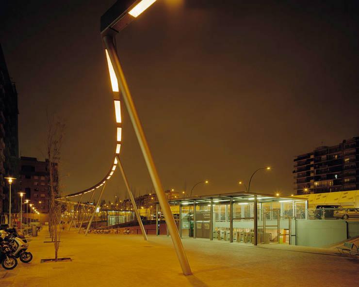 Gran Via de Llevant:  de estilo  de Arriola & Fiol Arquitectes