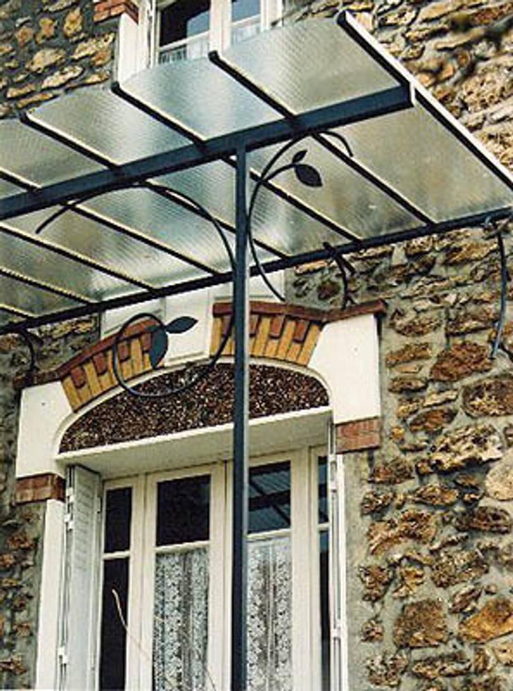 Marquise en acier: Jardin de style  par ATELIER MACHLINE