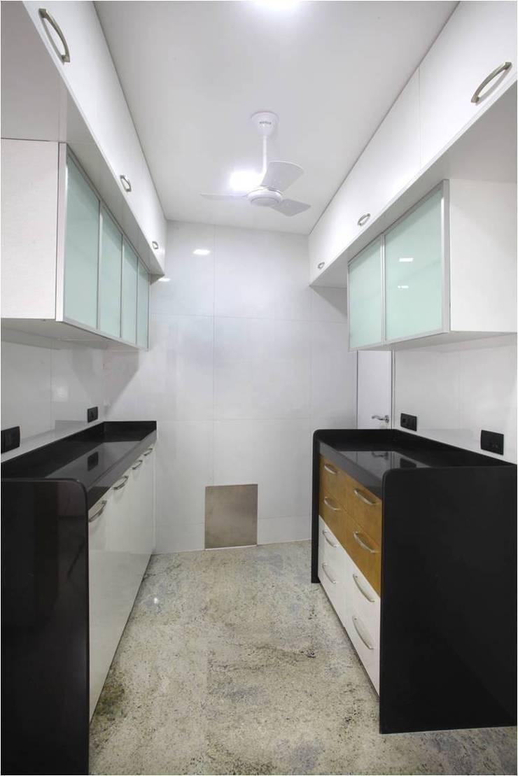 Kitchen:  Kitchen by Squaare Interior