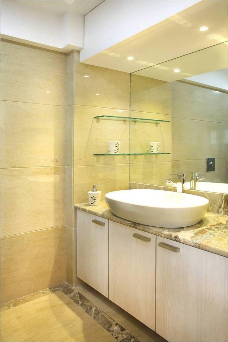 Bathroom:  Bathroom by Squaare Interior