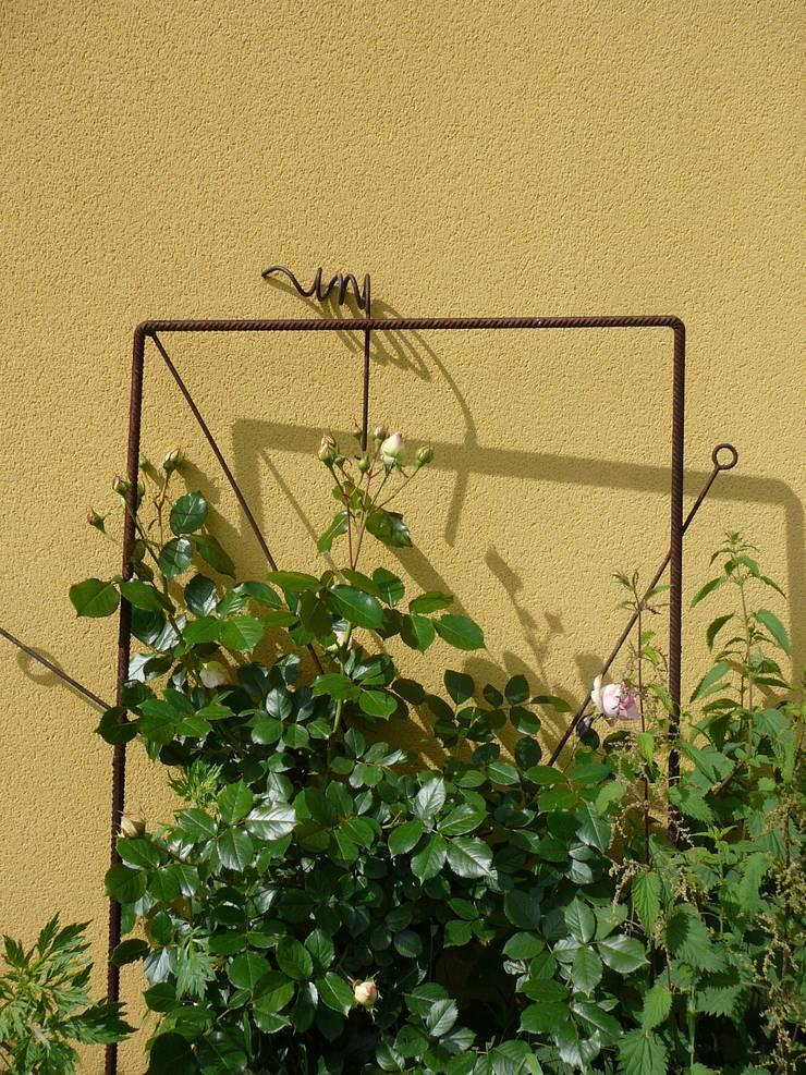 objet a habiter par les plantes: Jardin de style  par ATELIER MACHLINE