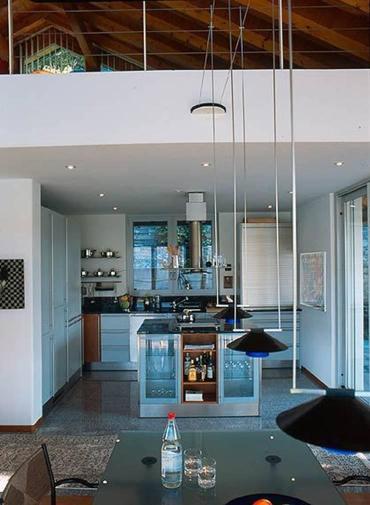 Villa Hupfer Interni 4: Case in stile  di ABITA PIÙ
