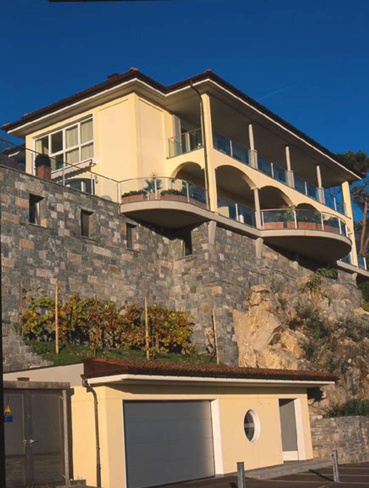 Casa Abderhalden : Case in stile  di ABITA PIÙ
