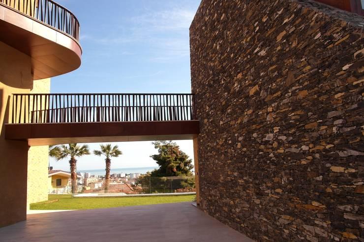 Residenza bifamiliare: Maravilla:  in stile  di Lab.a studio s.r.l.