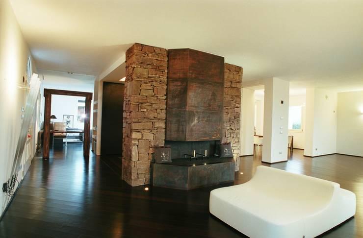 Villa a Bologna:  in stile  di Maria Balboni Architetto